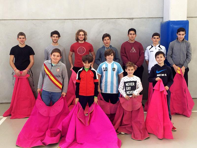 Alumnos de la escuela taurina.